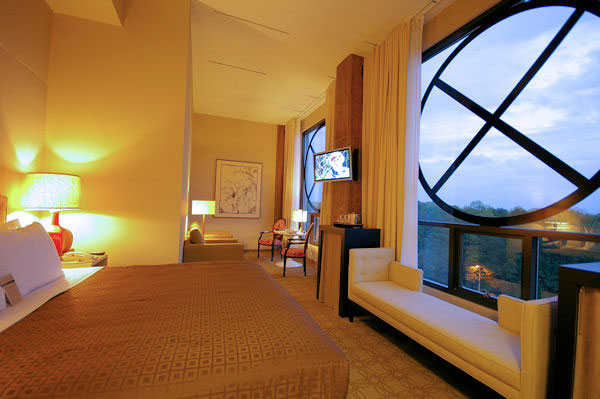 proximity-hotel-bedroom-suite-comfort-and-style